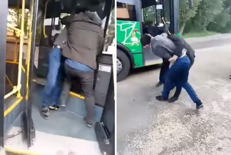 Алматыда автобус жүргізушісі жолаушыларды шығармай, төбелесіп қалды