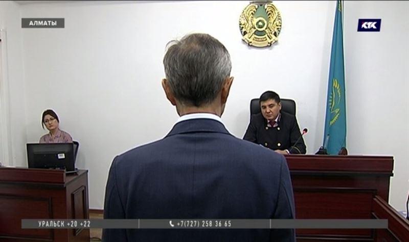 Экс-глава горздрава Алматы отрицает получение взятки