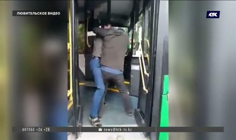 Уволен водитель автобуса, подравшийся с пассажиром