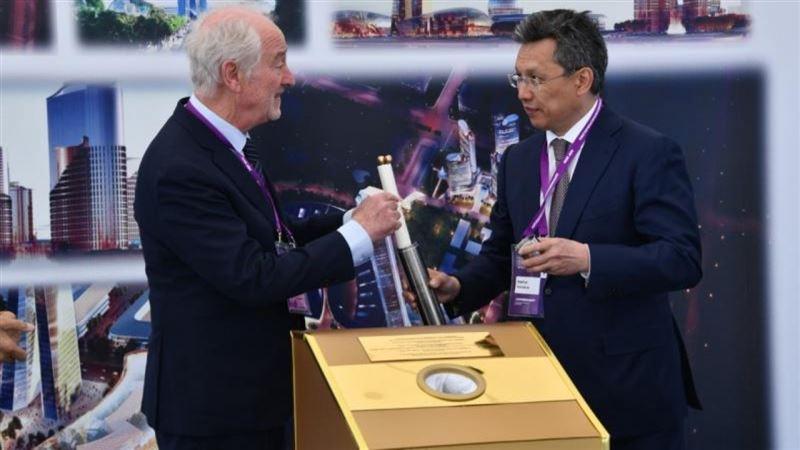 В столице Казахстана заложили капсулу Всемирного торгового центра