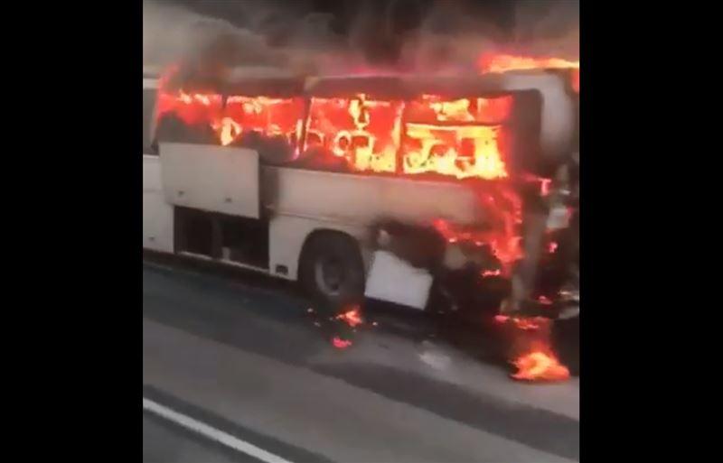 В Атырауской области вспыхнул пассажирский автобус