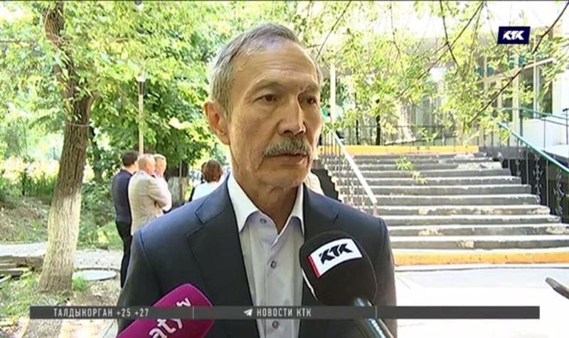 Бывший глава горздрава Алматы признан виновным в даче взятки