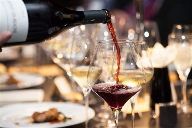 Посетитель ресторана бесплатно выпил вино за 6 тысяч долларов