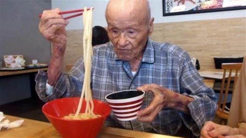 В Японии умер мужчина из старейшей супружеской пары на Земле