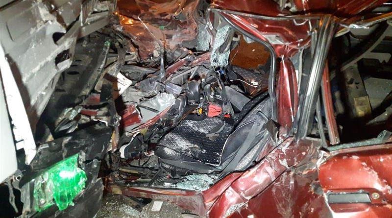 Легковой автомобиль и КамАЗ столкнулись в Алматы
