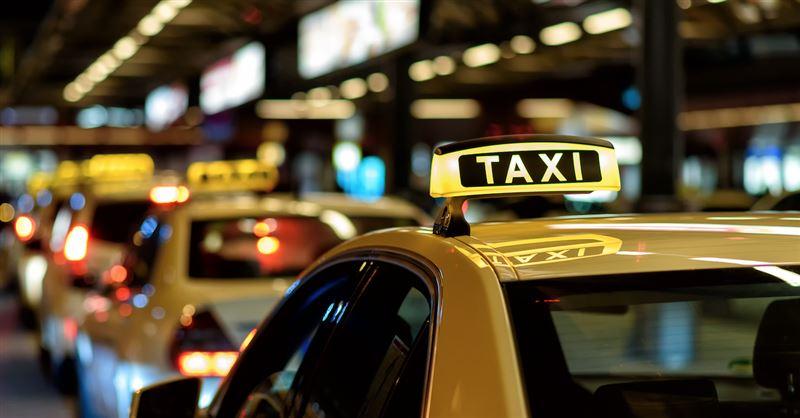 Родители забыли малыша в такси, когда ехали из роддома