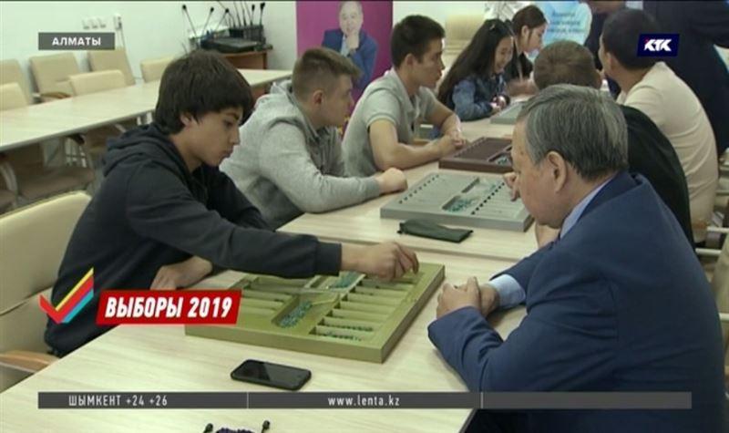 Пора преподавать тогыз кумалак в школах, считает Садыбек Тугел