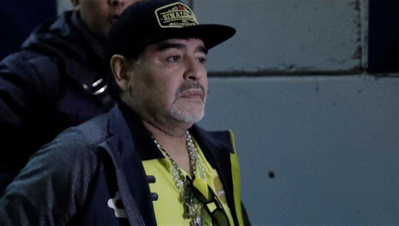 СМИ: Диего Марадону задержали в аэропорту за долг перед его бывшей девушкой