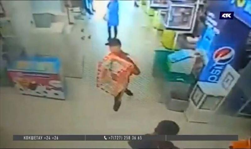 Вор вынес из супермаркета ящик для пожертвований больному ребёнку
