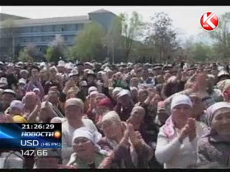 Кыргызстан снова охватили массовые митинги