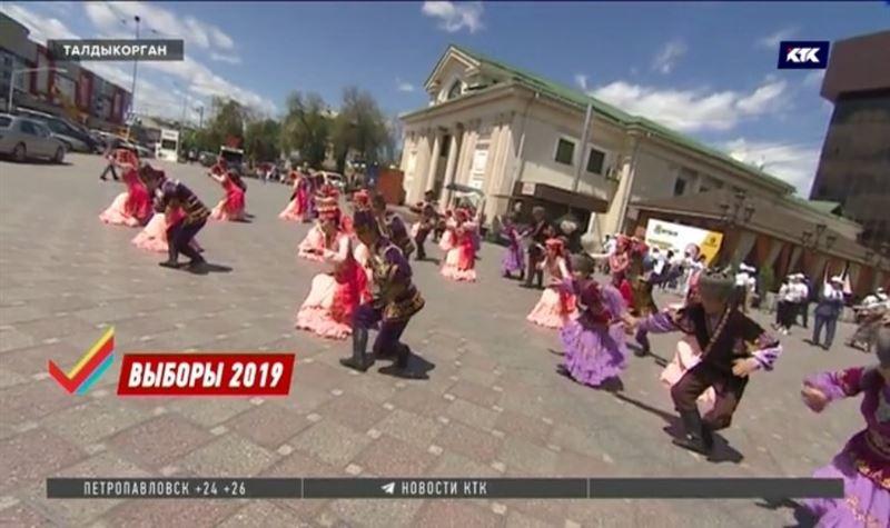 Танцевальный флэшмоб от Толеутая Рахимбекова прошёл в Талдыкоргане