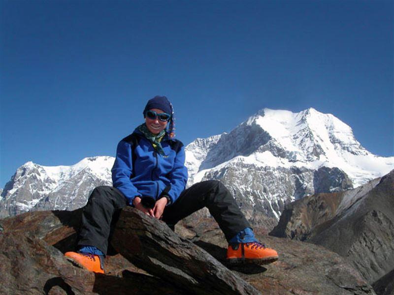 Альпинист әйел оттегі баллонынсыз Эвереске көтерілді