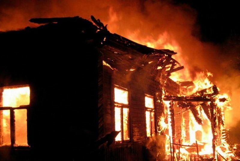 Пожар вспыхнул в дачном массиве в Петропавловске