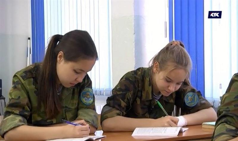 «Это отрыжка советского времени» - эксперты предлагают отменить уроки НВП в школах