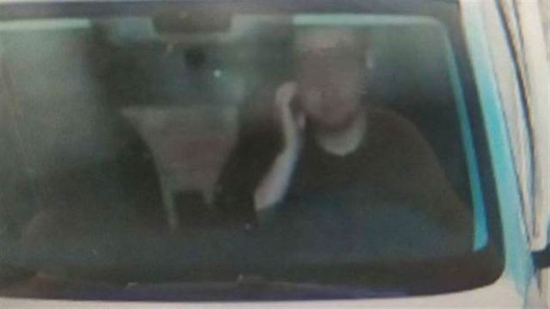 Водитель получил штраф, почесав лицо за рулем
