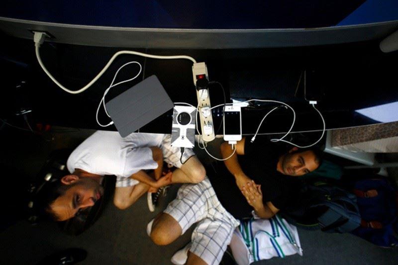 Әуежайлардағы телефон қуаттағыш арқылы ақпаратыңызды ұрлау қаупі бар