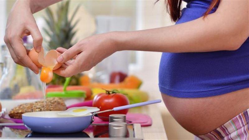 Учёные составили список самых опасных продуктов для беременных женщин
