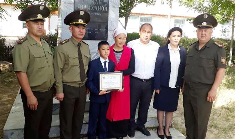 11-летний мальчик спас упавшего в септик ребенка в Туркестанской области