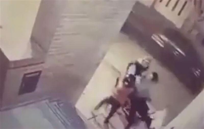11-летняя девочка защитила мать от нападения вора