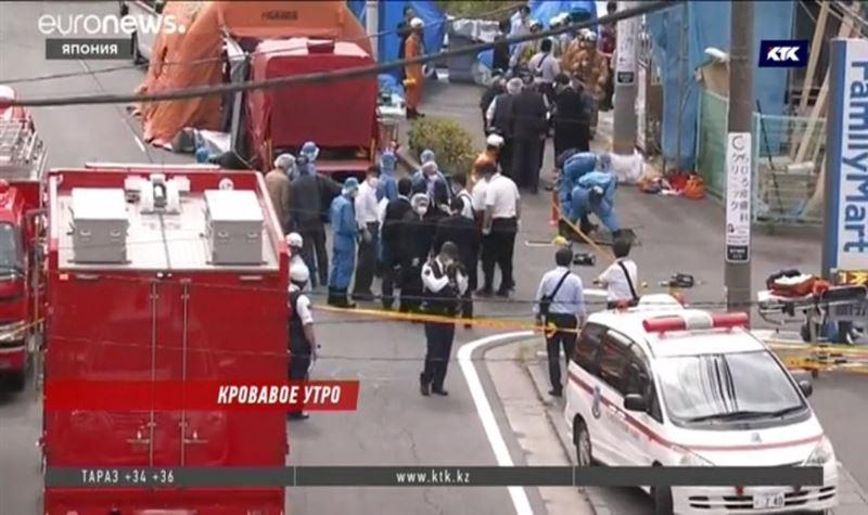 Пожилой японец с двумя ножами напал на школьников