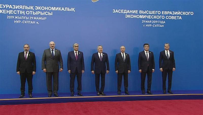 Путин предложил присвоить Назарбаеву звание почетного председателя ВЕЭС
