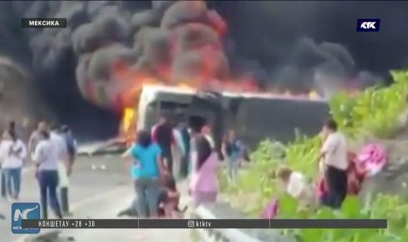Паломники сгорели заживо после столкновения автобуса с грузовиком