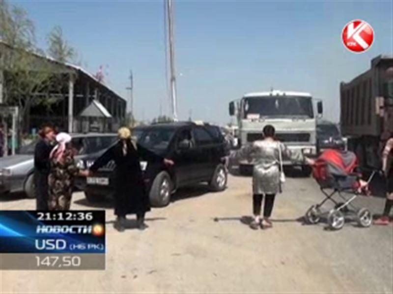 В Шымкенте жители перекрыли трассу