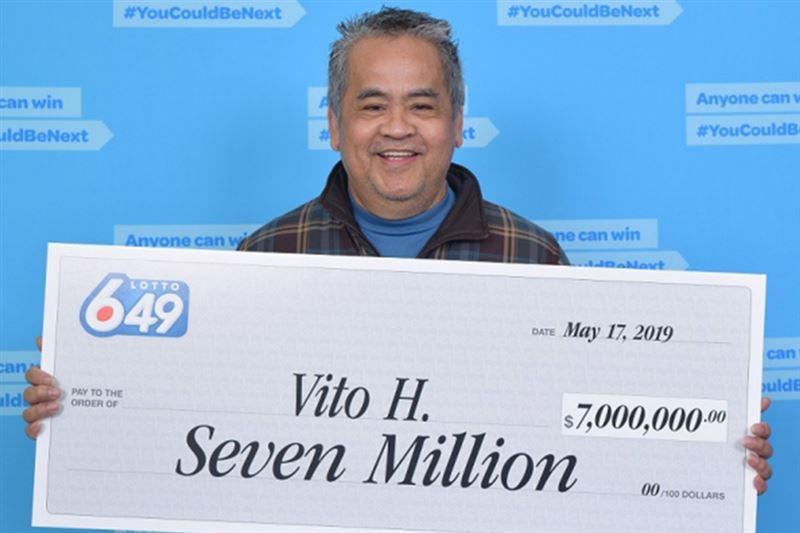 Уборщик выиграл в лотерею $7 млн и отказался бросать работу