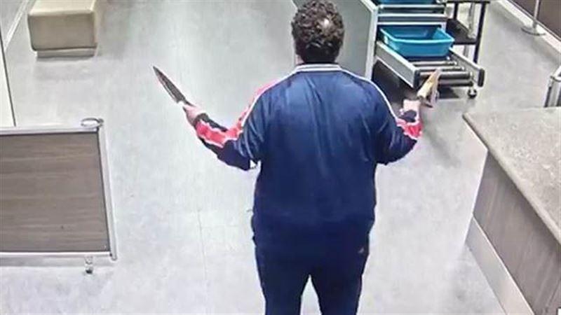 На территории лондонского аэропорта задержали мужчину с ножами
