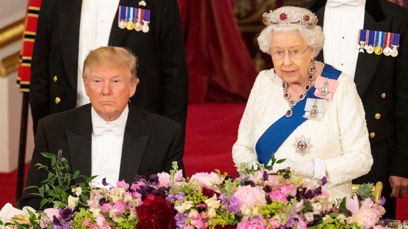 Трамп оконфузился, не узнав свой подарок Елизавете II