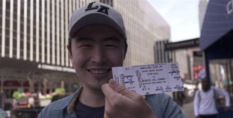 GGG на открытой тренировке подарил казахстанцу билет на бой