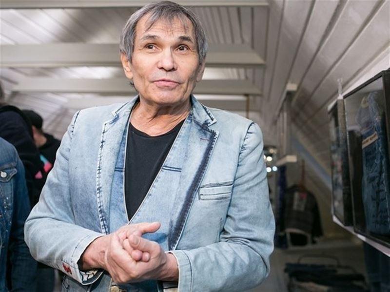 Выпил химикаты: врачи борются за жизнь Бари Алибасова