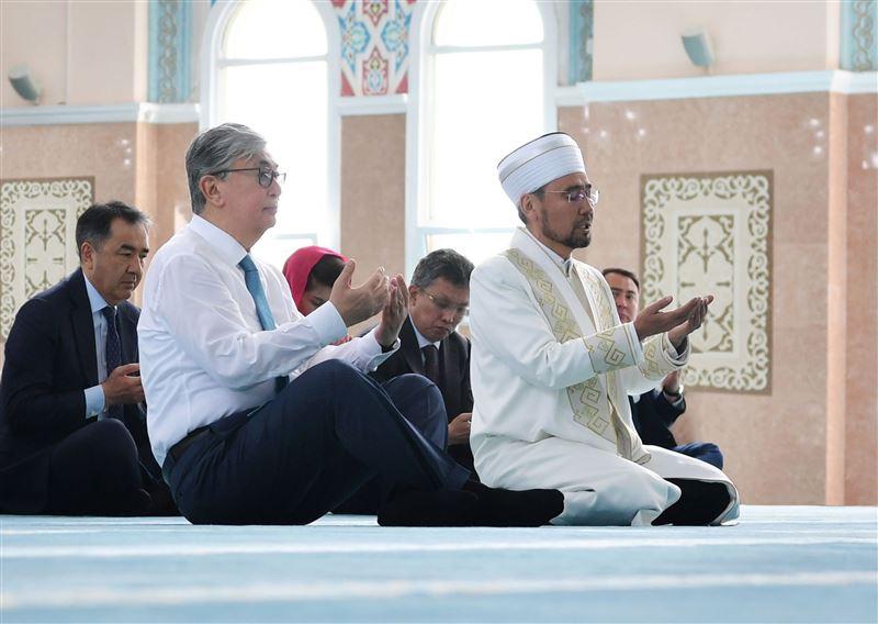 Касым-Жомарт Токаев посетил мечеть «Нур Астана»