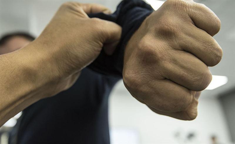 Столичные полицейские разыскивают мужчину, напавшего на сотрудника ЦОНа