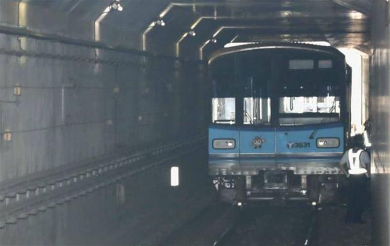 В Японии поезд со 120 пассажирами сошел с рельсов в метро