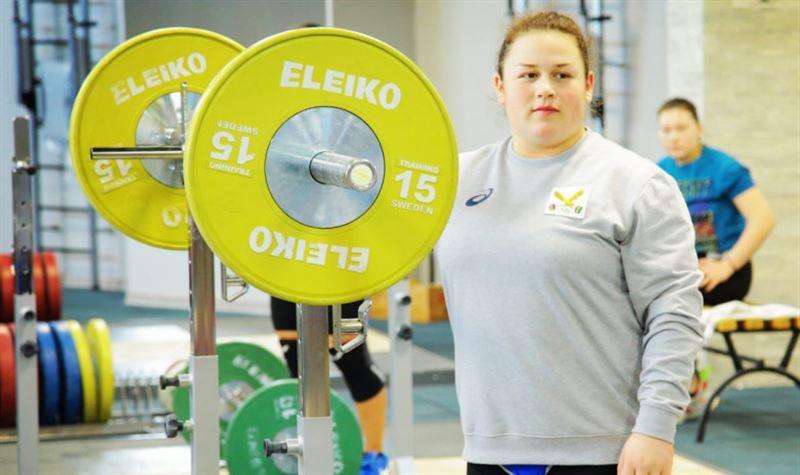 Штангистка из Казахстана взяла второе «золото» на ЧМ по тяжелой атлетике