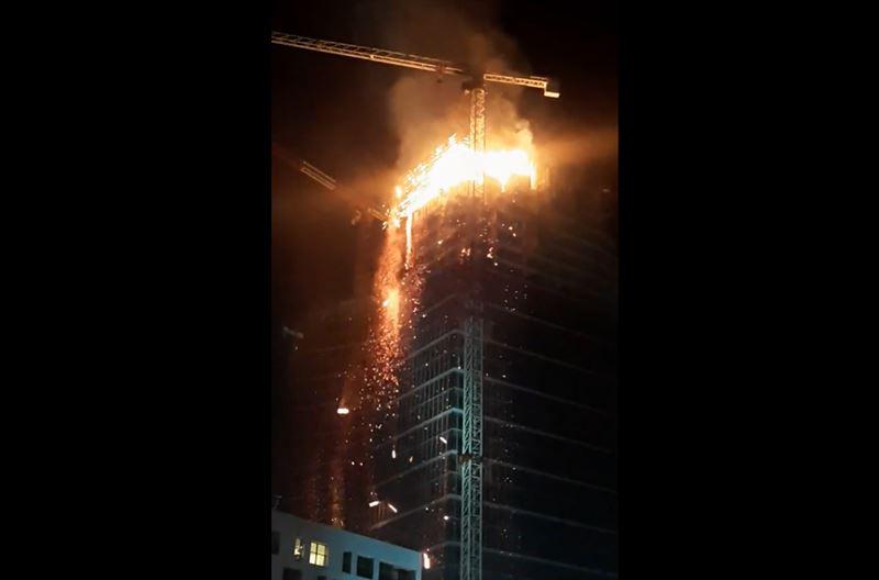 В столице Польши вспыхнул небоскреб