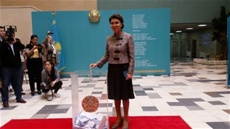 Дарига Назарбаева проголосовала на выборах президента Казахстана
