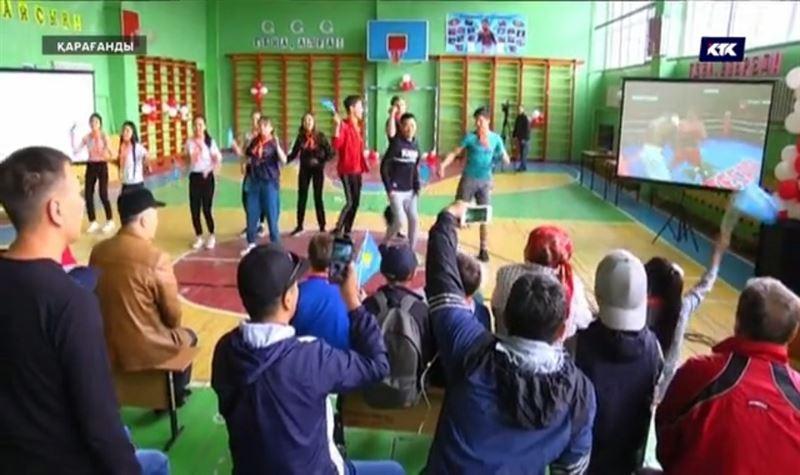 Головкиннің ауылдастары сайлауға келіп «big drama show» көрді