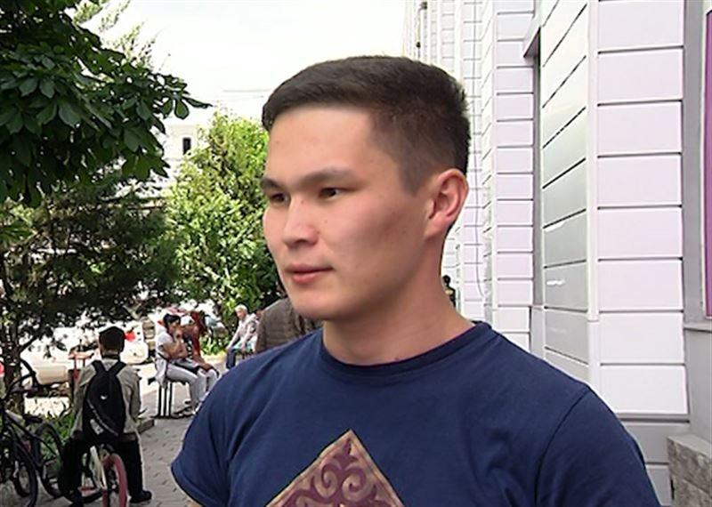 Журналист TengriNews пострадал от полицейских во время митинга