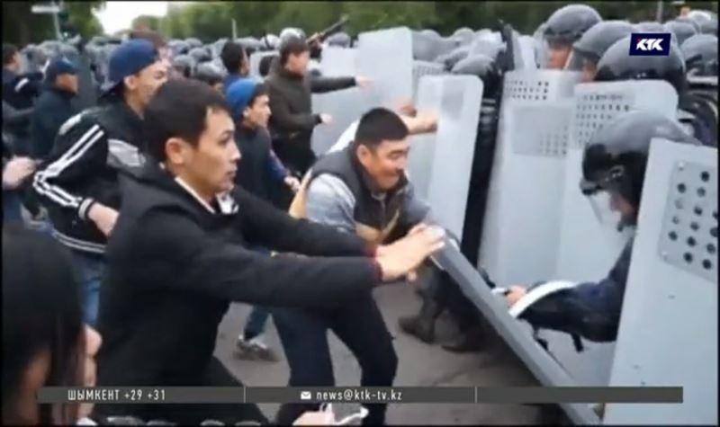 МВД сообщило о 700 задержанных за участие в массовых акциях и распространило видео