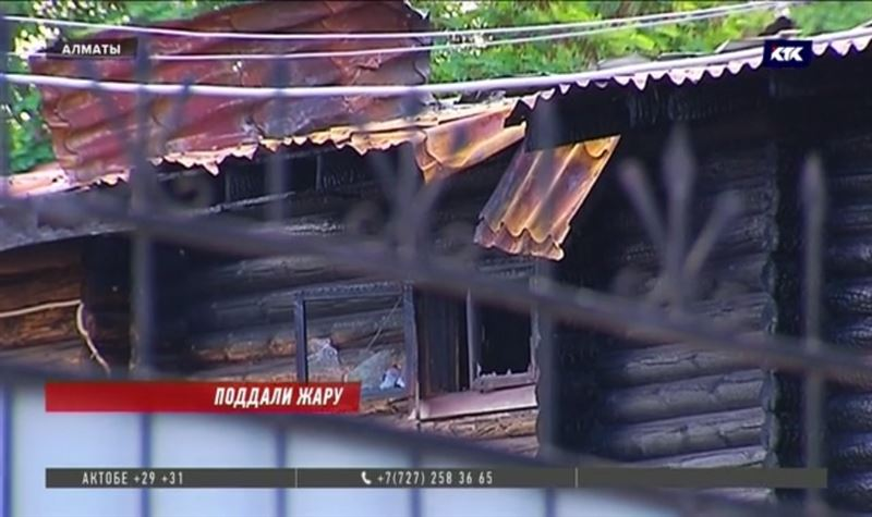 Пожар уничтожил часть банного комплекса в Алматы