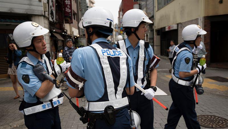 В Японии автомобиль врезался в группу детей