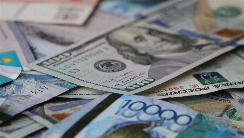 Дневная сессия: доллар стоит 384,44 тенге