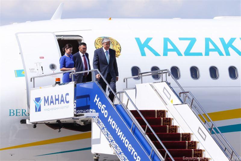 Касым-Жомарт Токаев прибыл в Бишкек, где пройдёт саммит ШОС