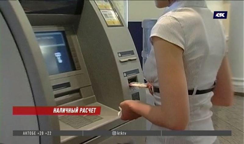 Клиенты банков остерегаются хранить на картах крупные суммы