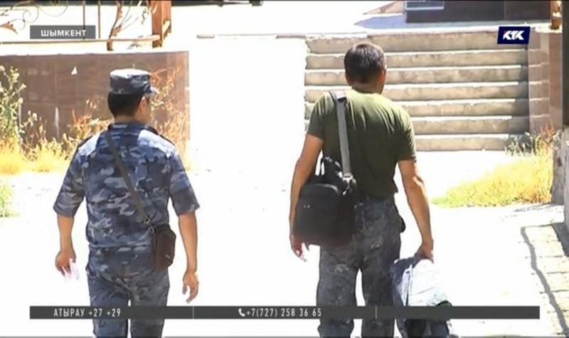 Шымкенттегі полицейлерді дайындайтын оқу орнында төбелес болып бірінің жағы сынды