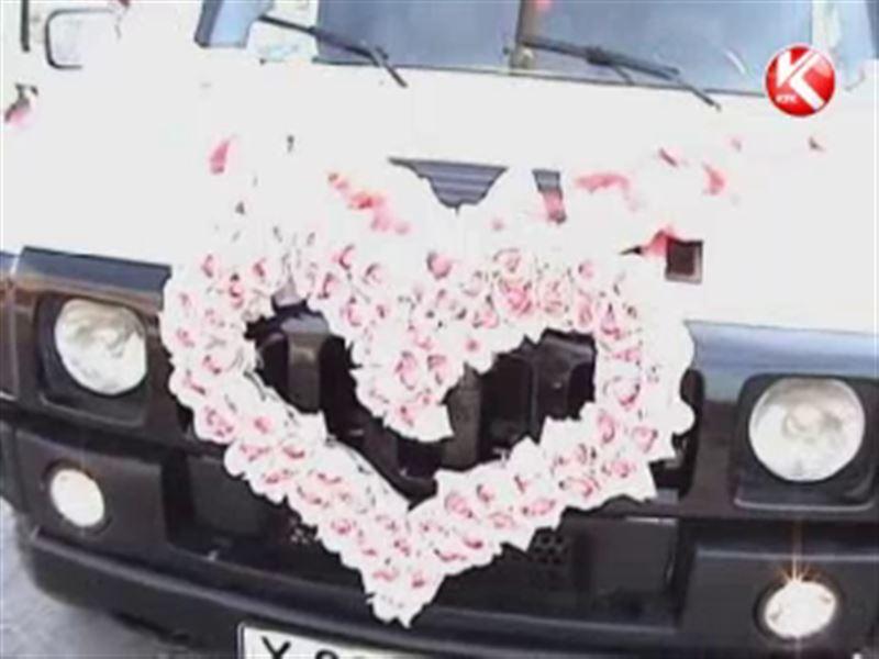 Алматинские полицейские объявили войну свадебным кортежам