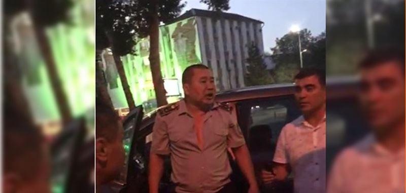 Оралда төбелес шығарған екі полицей жұмыстан қуылды