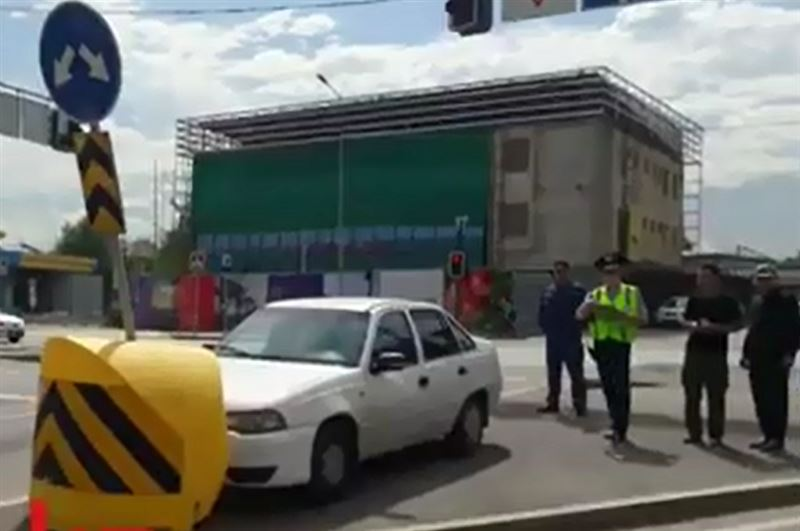 У водителя случился сердечный приступ за рулем в Алматы